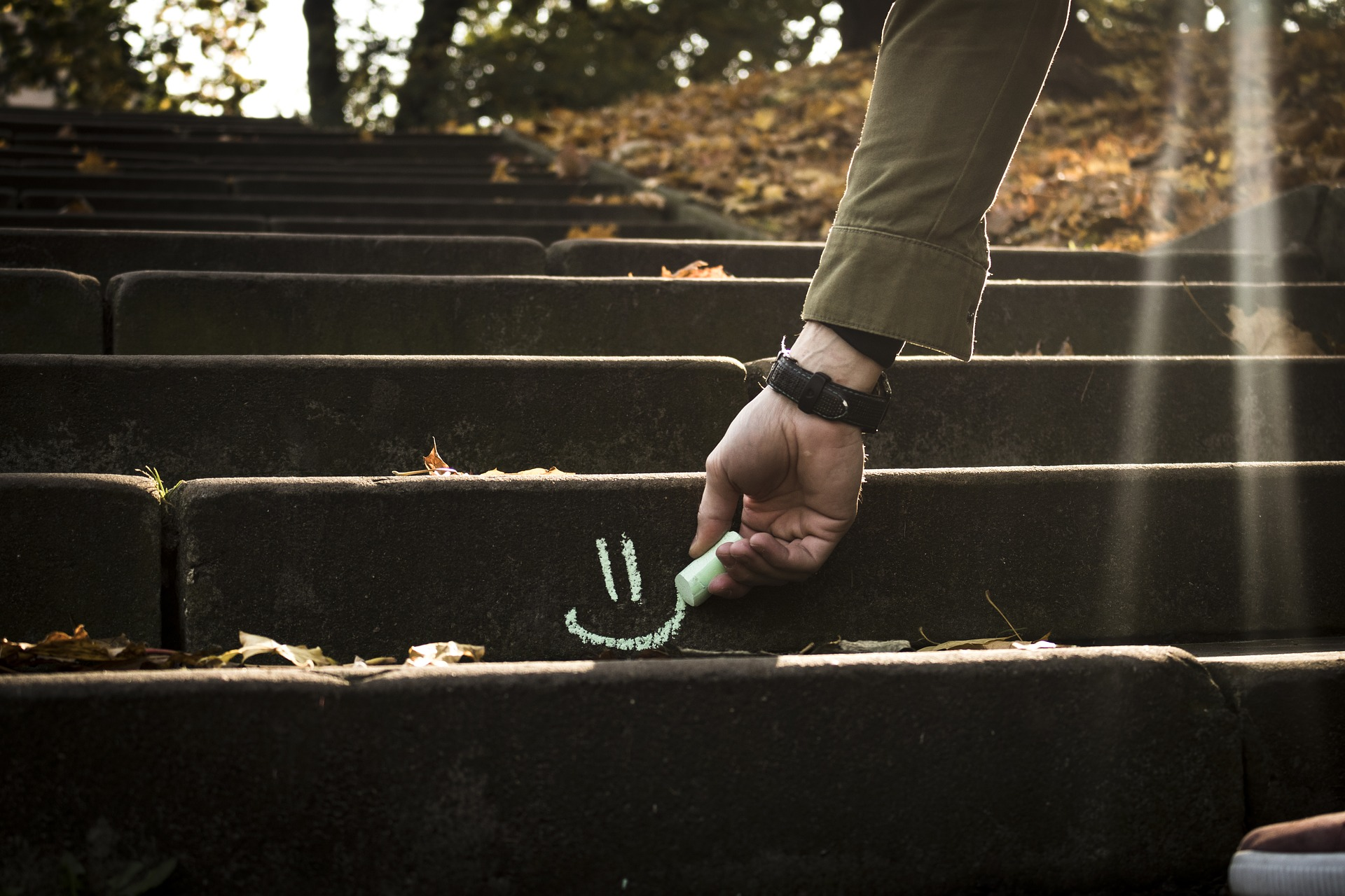 Teile deine Ziele in einzelne Stufen. Erklimme diese dann nach einander und gelassen, dann erreichst du dein Ziele sicher. Foto: Pixabay