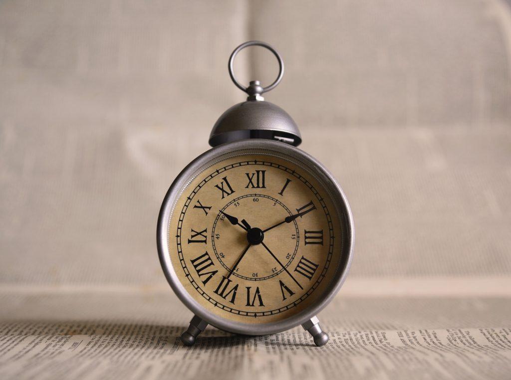 Wenn der Wecker nur einmal klingelt. Kein Snoozen mehr. Möglich durch eine neue Morgenroutine. Bild: Pixabay