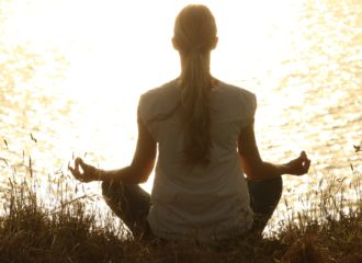 Meditieren richtet den Blick nach innen.