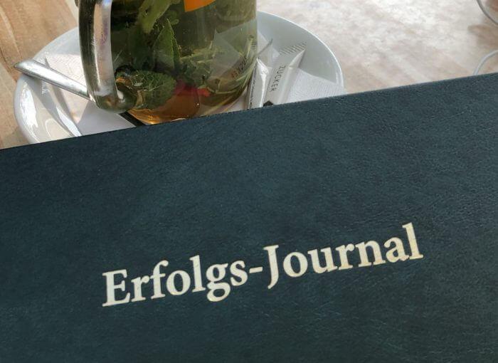 Erfolgsjournal führen hat positive Auswirkungen auf dein Selbstvertrauen.