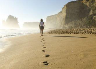 Schritte im Sand: Was sind deine Träume, Ziele und Visionen