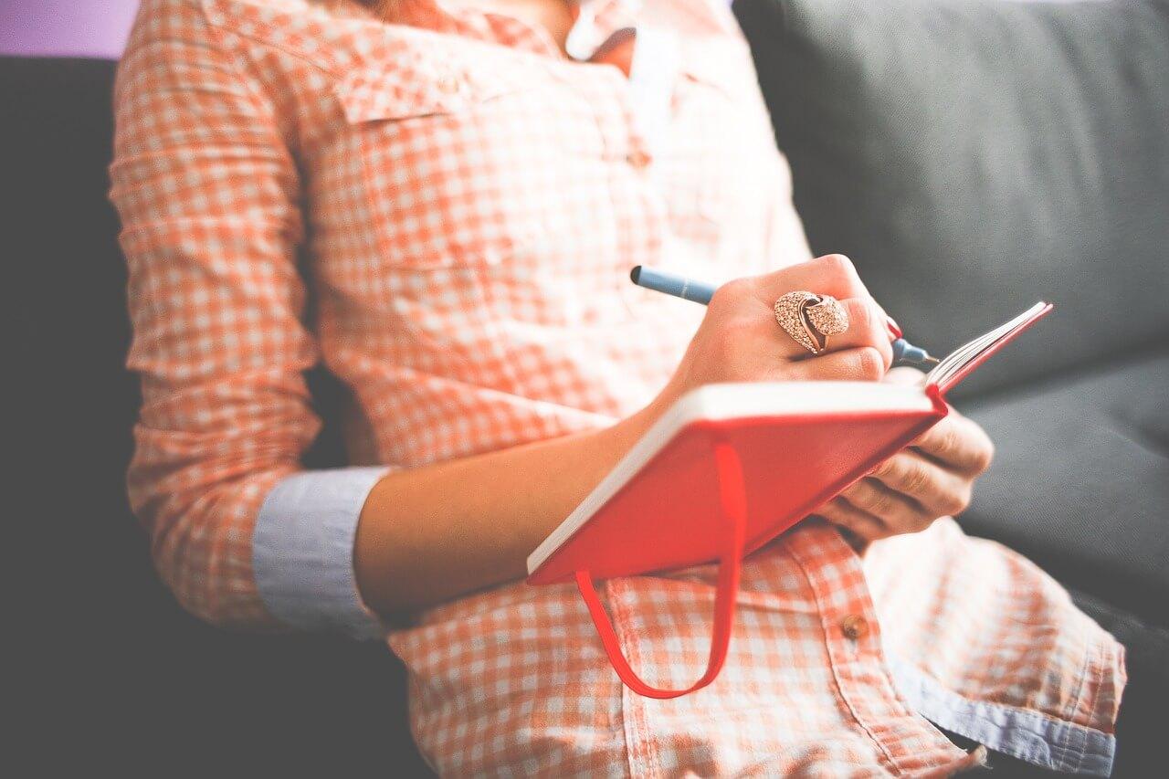 Frau schreibt in Ihrem Buch, Erfolge finden ist gar nicht so schwer