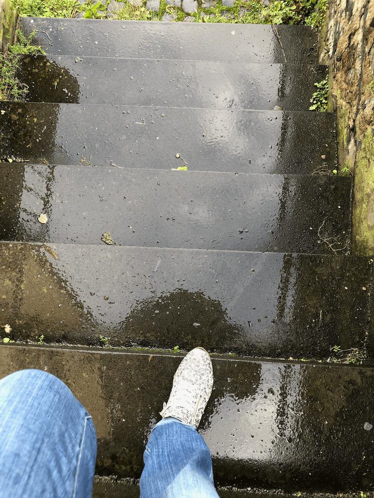 regennasse treppe dankbarkeit ist blickwinkel abhaengig  - Dankbarkeit und was Zitronen damit zu tun haben
